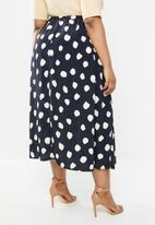 Glamorous - Plus messy spot skirt - navy & cream