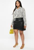 Glamorous - Plus wrap over pu skirt - black