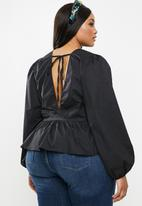 Glamorous - Plus v-neck blouse - black