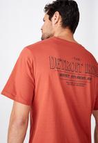 Cotton On - Detroit iron Tbar moto T-shirt - red