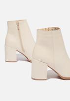 Cotton On - Amina heeled dress boot - ecru