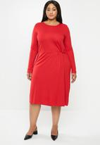 JUNAROSE - Ola below knee dress - red
