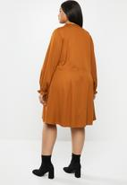 JUNAROSE - Alina above knee dress - caramel café