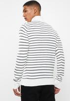 Brave Soul - Striped archfield knitwear high polo neck - white & black