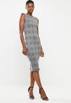 VELVET - Extend sleeve bodycon - black & white check