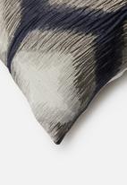 Grey Gardens - Chibori cushion cover - navy