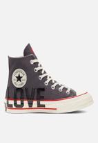 Converse - Chuck 70 love canvas - thunder grey & university red