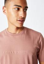 Cotton On - Unknown projects Tbar text T-shirt - dirty pink