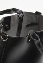 Superbalist - Zip detail tote - black