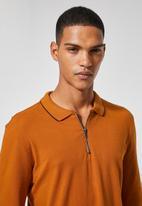 Superbalist - Pique slim fit zip golfer - brown