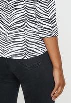 Sissy Boy - Zebra print logo v neck tee - black & white
