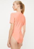 adidas Originals - Fakten bodysuit - coral