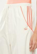 adidas Originals - Fakten track pants - white & orange