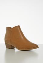 Jada - Slip on ankle boot - tan