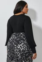 Superbalist - V-neck puff sleeve bodysuit - black