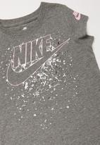 Nike - Nike futura regrind scoop tee - grey