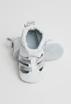 shooshoos - Silver fern - white