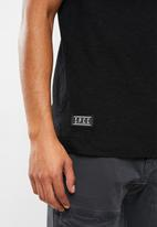 S.P.C.C. - Hudson straight hem logo tee - black