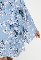 Superbalist - Plus robe - blue cherry blossom