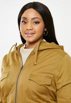 AMANDA LAIRD CHERRY - Semi lined utility patch pocket parka with hood - brown
