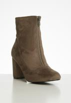 Butterfly Feet - Libra boot - taupe