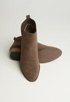 Butterfly Feet - Talia boot - choc