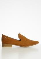 POLO - Cassidy a cut suede slip on - tan