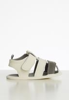 POP CANDY - Baby sandals - white & grey