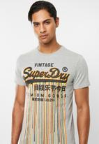 Superdry. - Premium goods stainer tee - grey