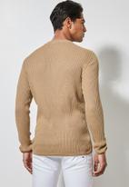 Superbalist - Ribbed slim fit crew neck knit - brown