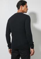 Superbalist - Ribbed slim fit crew neck knit - black