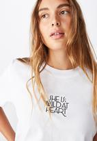 Cotton On - Classic slogan T-shirt she is - white