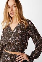Cotton On - Hailey long sleeve wrap blouse Jordyn floral - raven