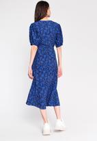 Glamorous - Ditsy floral midi wrap dress - blue