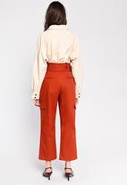 Glamorous - High waisted belted cargo trouser - rust