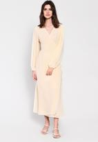 Glamorous - Long sleeve fit & flare - yellow