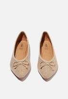 Cotton On - Essential evelyn point ballet - taupe