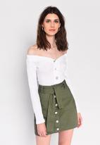 Glamorous - Petite button through mini skirt with tie belt - khaki