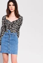 Glamorous - Petite button through denim skirt - blue