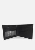 GUESS - Farini flat billfold with id window - black