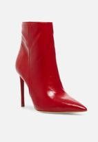 Steve Madden - Via bootie - red
