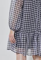 Superbalist - Dropped waist dress - black & white