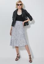 Superbalist - Bias midi slip skirt - black & white