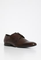 Superbalist - Donovan leather derby - brown