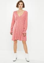 Cotton On - Woven pepa long sleeve mini dress Aidan ditsy - faded rose