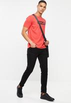 Replay - Center logo chest tee - red
