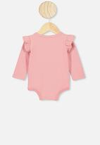 Cotton On - The long sleeve ruffle bubbysuit - musk rose