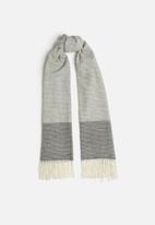 edit - Oversized fringed scarf - grey & cream