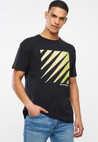 New Balance  - Optiks short sleeve tee - black