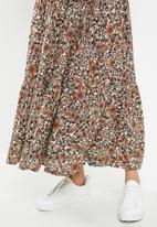 Cotton On - Jasmine maxi skirt jordyn floral - rust & navy